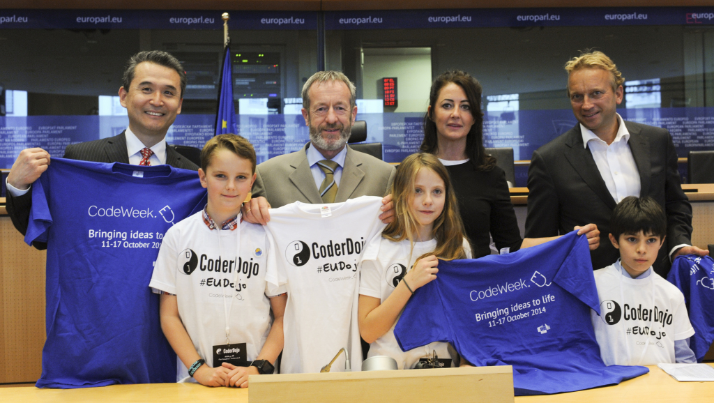 SW Kim (Samsung Europe), Sean Kelly MEP, Mary Moloney (CoderDojo), Manuel Kohnstamm (Liberty Global) with CoderDojo youth Mentors
